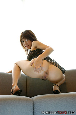 Japanese model Haruki Mizuk shows her incredible body